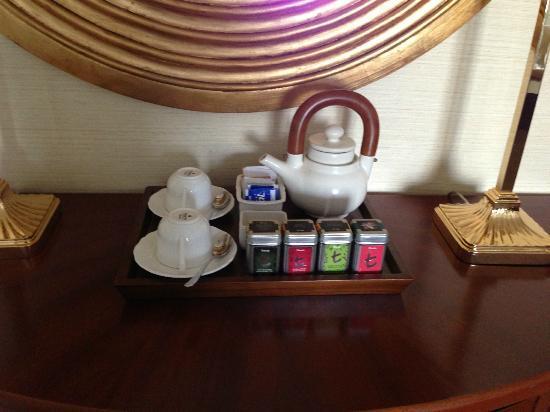 Shangri-La Hotel Jakarta: nice tea set