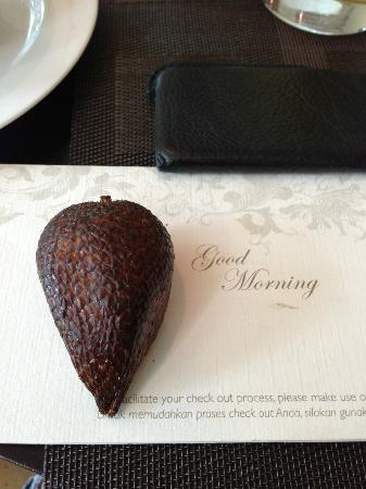 Shangri-La Hotel Jakarta: a note advising us there will be a wedding in the hotel that day