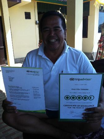 "Atres Villa Homestay : Le ""boss"", Putu, fier se son certificat TripAdvisor"