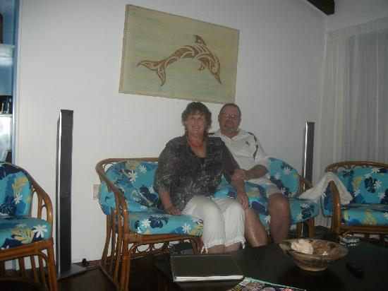 Heliconia Hideaway: lounge in villa relaxing on the cane sofa,s