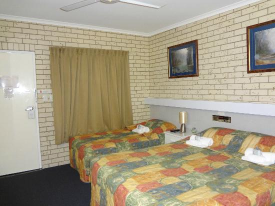 Cara Motel: Room area