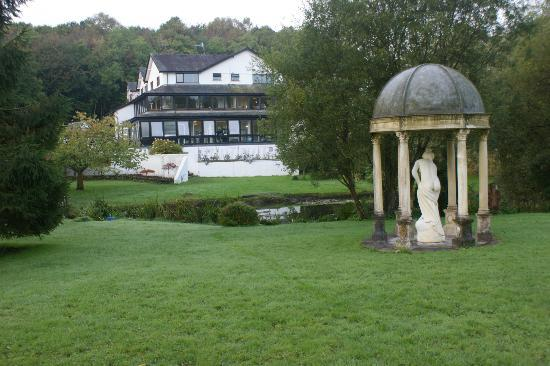 Damson Dene Hotel: Hotel from part of garden