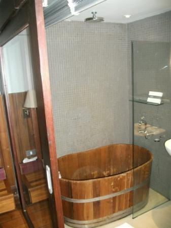 LUXX: studio bath