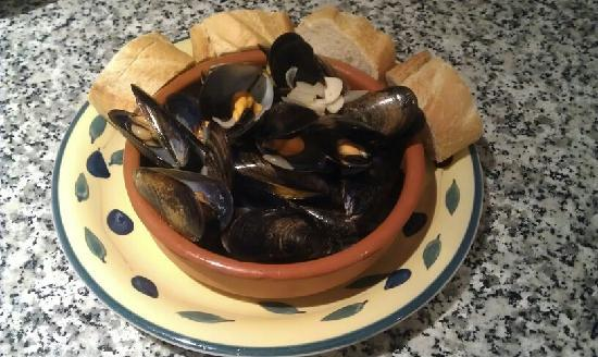 Andalucian Guesthouse La Mota Vista: A selection of home cooked food on offer