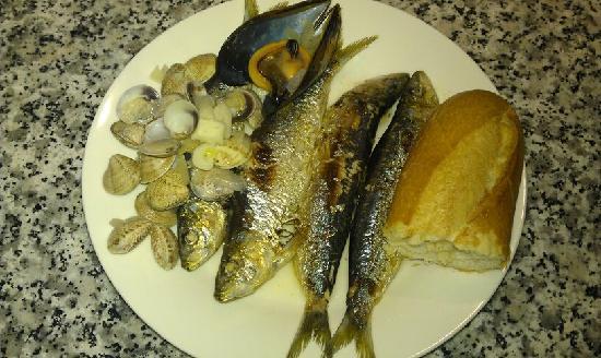 Andalucian Guesthouse La Mota Vista: Fish platter