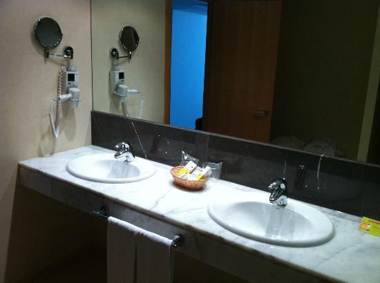 Hotel Eurostars Zaragoza: Baño