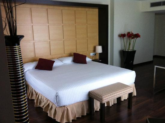 Hotel Eurostars Zaragoza: Cama king size