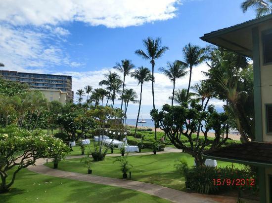 カアナパリ ビーチ ホテル , The view from the lanai
