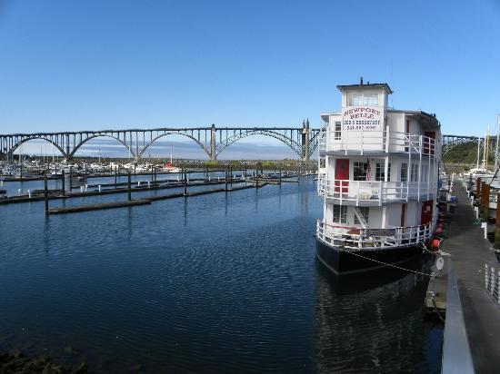 Newport Belle Bed & Breakfast: River boat