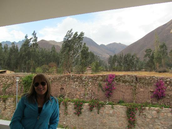 Hotel Agustos Urubamba: Desde la habitación, la montaña atrás