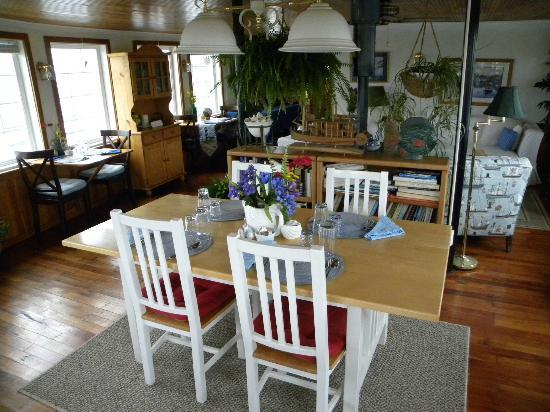 Newport Belle Bed & Breakfast: Breakfast room