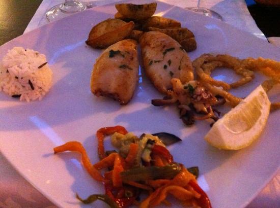Ca'n Barraixet: Tintenfisch gebraten - kam lauwarm an den Tisch