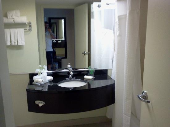 Holiday Inn Express Hotel & Suites Montreal Airport: IMPECABLE
