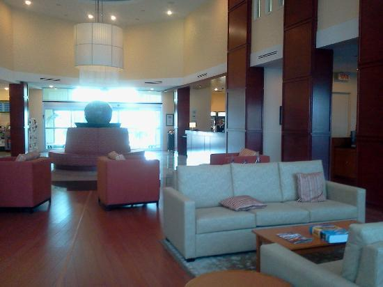 Holiday Inn Express Hotel & Suites Montreal Airport: LOBBY