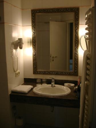 Land & Golf Hotel Stromberg: Bathroom