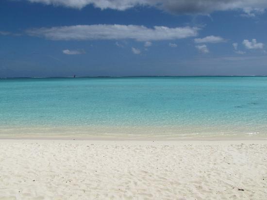Maitai Polynesia Bora Bora: plus belle plage de l'ile à deux minutes à pied de l'hôtel