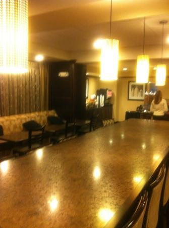 Hampton Inn Meadville: Large clean breakfast area with large selection