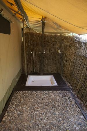 Mara Ngenche Luxury Tented Camp: Outdoor shower