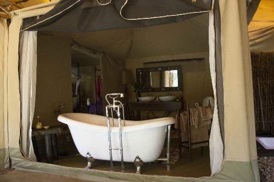 Mara Ngenche Luxury Tented Camp: Bathroom