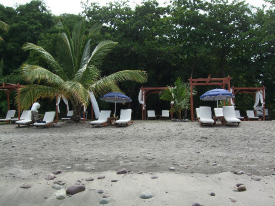 تي كاي ريزورت آند سبا: Beach beds 