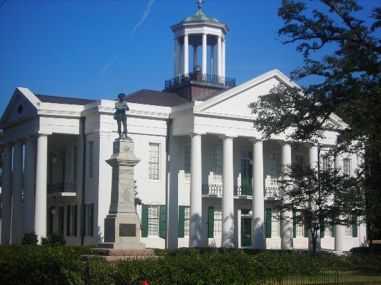 Raymond, MS: Hinds County Courthouse