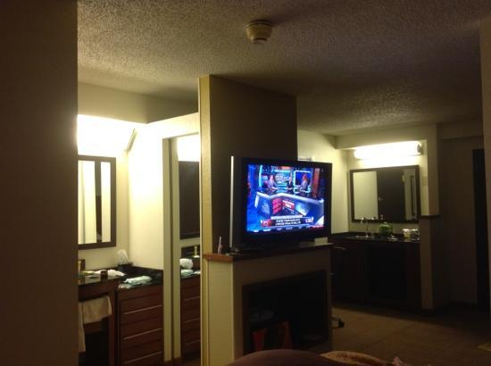 Hyatt Place Atlanta/Cobb Galleria: 42 in tv for bed room and den