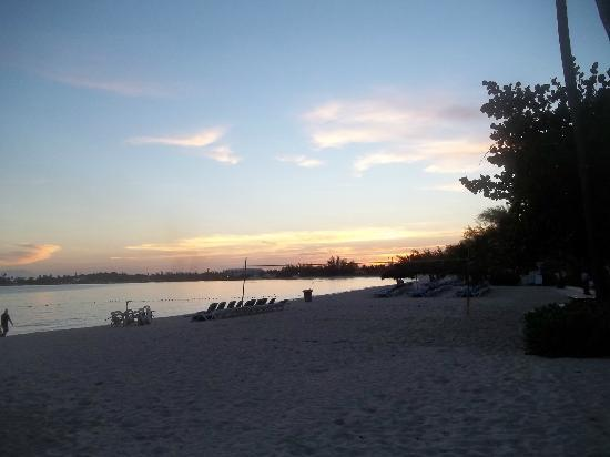 Breezes Resort & Spa Bahamas: sun rising
