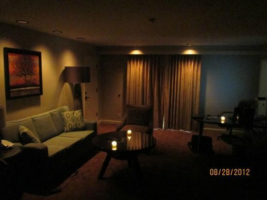 DoubleTree by Hilton Hotel Sacramento: Lights dimmed