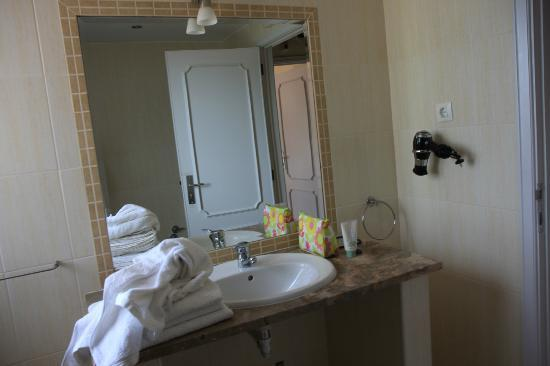 Tavira Vacations Apartments: View washroom