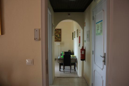 Tavira Vacations Apartments: View from bedroom to kitchen area
