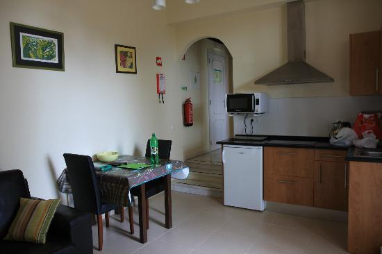 Tavira Vacations Apartments: View of kitchen area