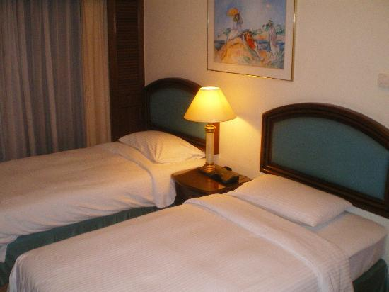Ambassador Row Hotel Suites by Lanson Place: Zi 1016: Schlafzimmer