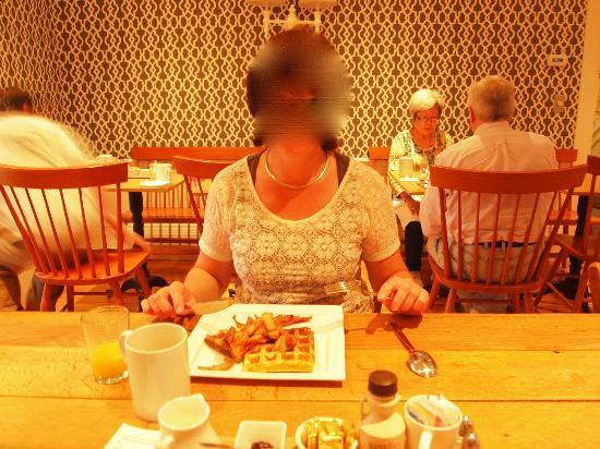 Captain Fairfield Inn: Frühstück