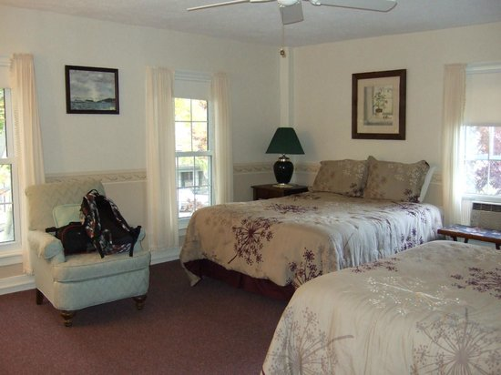 Silver Waters Bed and Breakfast:                                     room #4