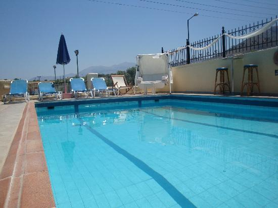 Maria Flora Apartments: pool