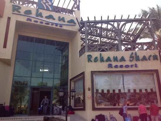 Rehana Sharm Resort: outside the front of the hotel.