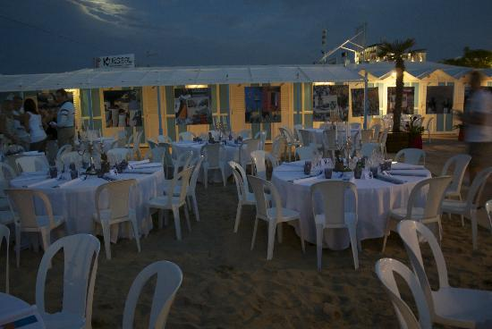 Hotel Belvedere: Beach party imminent