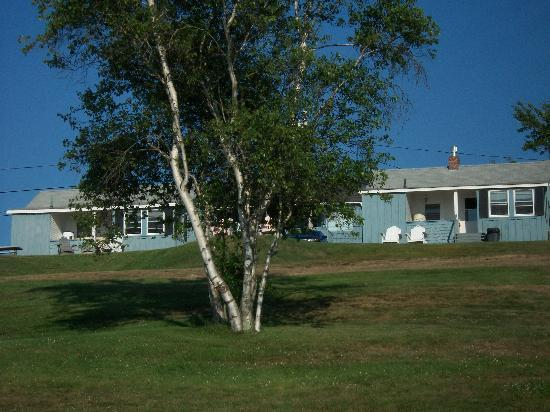Sea Escape Cottages: Cottage 1 is the last cottage on the right