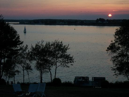 Sea Escape Cottages: Sunset view from our deck