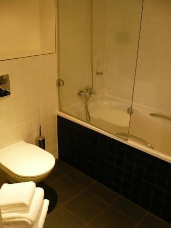 بارك بلازا ولستريت بيرلين ميتي: Park Plaza Wallstreet Berlin - Superior Room (salle de bain) 