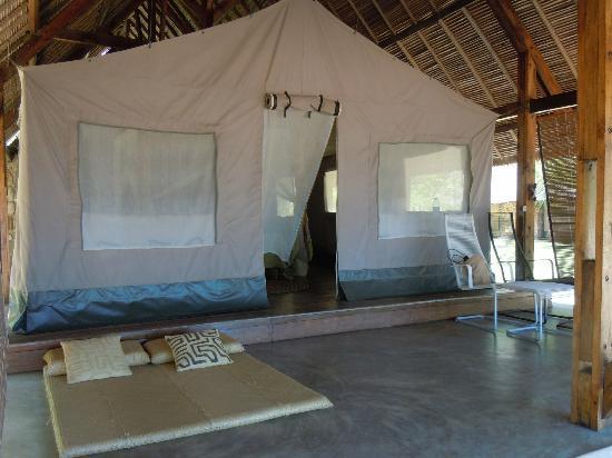 Eden Lodge: Bungalowzelt mit festem Dach