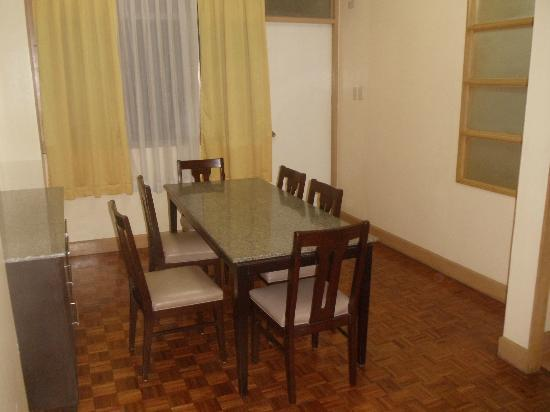 Tropicana Suites: Dining Room