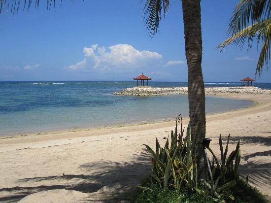 Vila Shanti Beach Hotel: Uitzicht vanaf de strandstoelen
