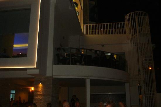 Blue Bay Platinum Hotel: lobi barın açık alan teras katı ve güzel sohbetlerimiz