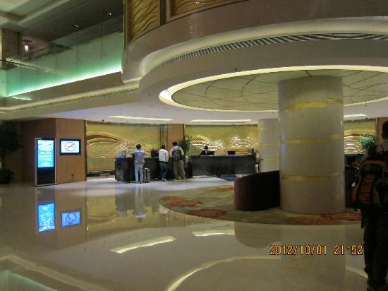 Howard Johnson Plaza Waigaoqiao Shanghai: Hotel Lobby
