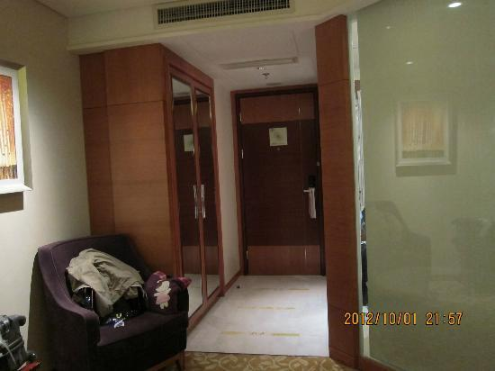Howard Johnson Plaza Waigaoqiao Shanghai: Double Room