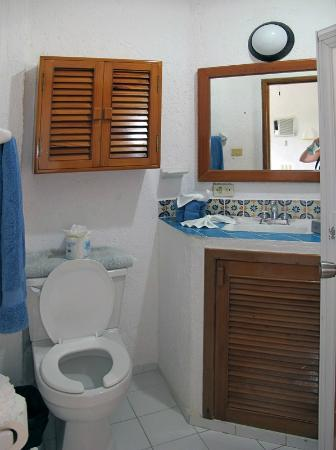 Playa Blanca Condominiums: Bathroom in unit 10.