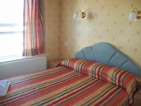 The New Loretta Hotel: Room