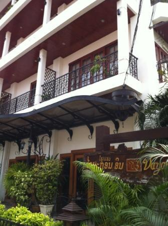 Vayakorn Inn: front of the hotel