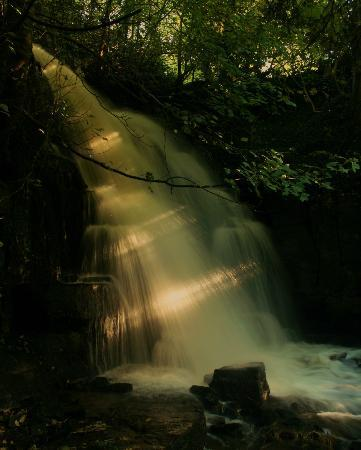 Leyburn, UK: Waterfall at Harmby